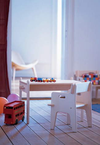 Kindertafel en stoel