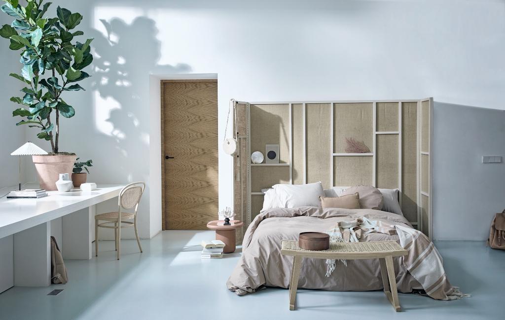 vtwonen 08-2020 | styling Scandinavisch beige slaapkamer met kamerscherm