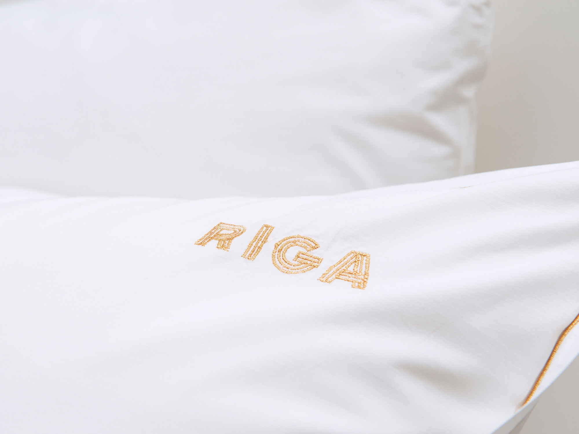 Hotel Riga geborduurd logo in goud