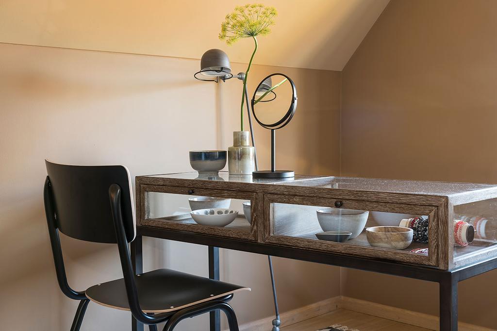 Juwelentafel in de slaapkamer van Carlo en Carolien uit de achtste aflevering van het tweede seizoen van 'Een frisse start met vtwonen'.
