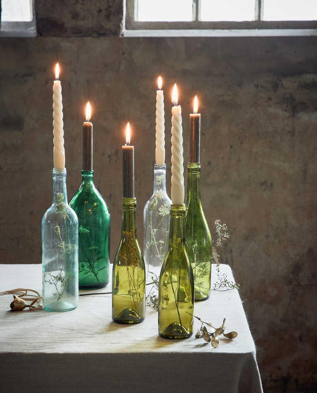 vtwonen 12-2020 | styling 1 | sobere kerst | flessenfeest | flessen met gedraaide kaarsen