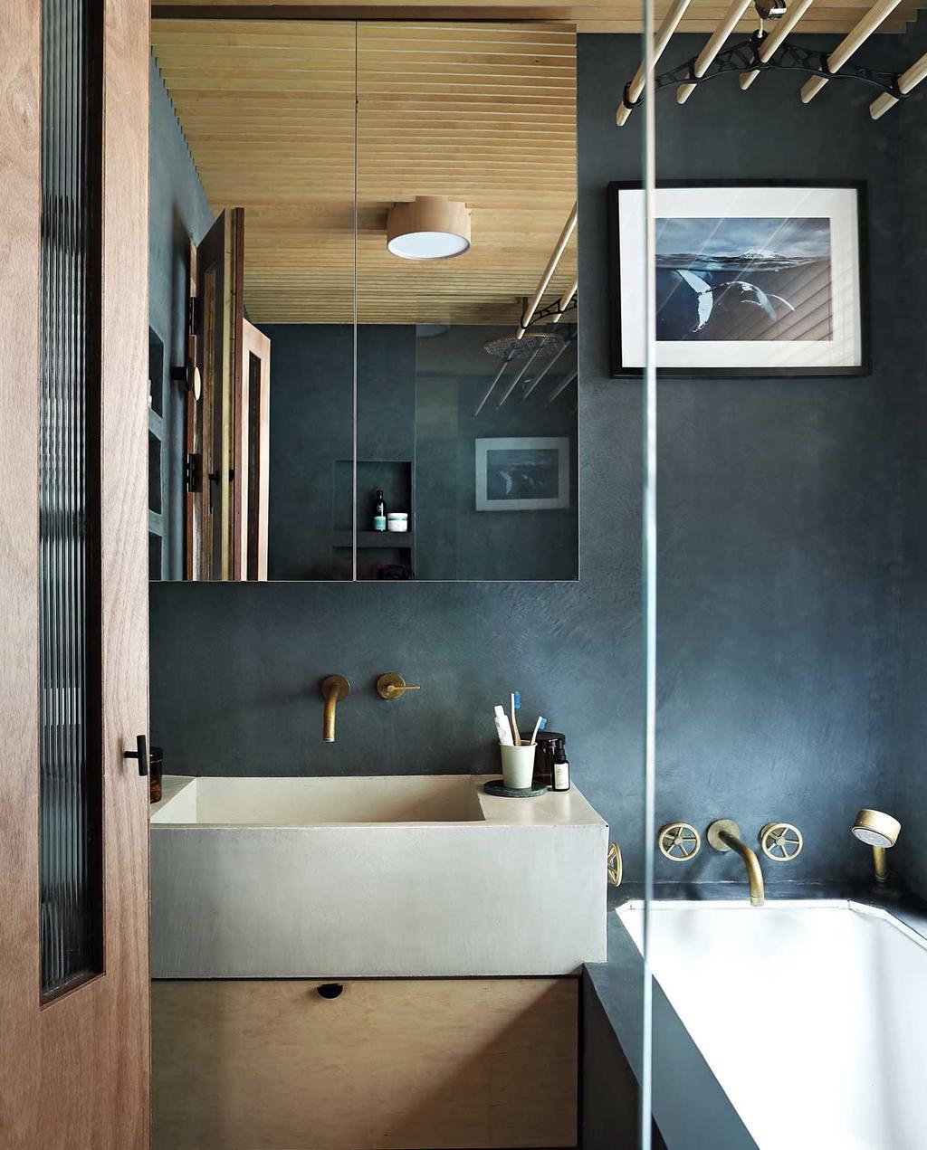 vtwonen bk special 03-2020 | knus londens familiehuis badkamer