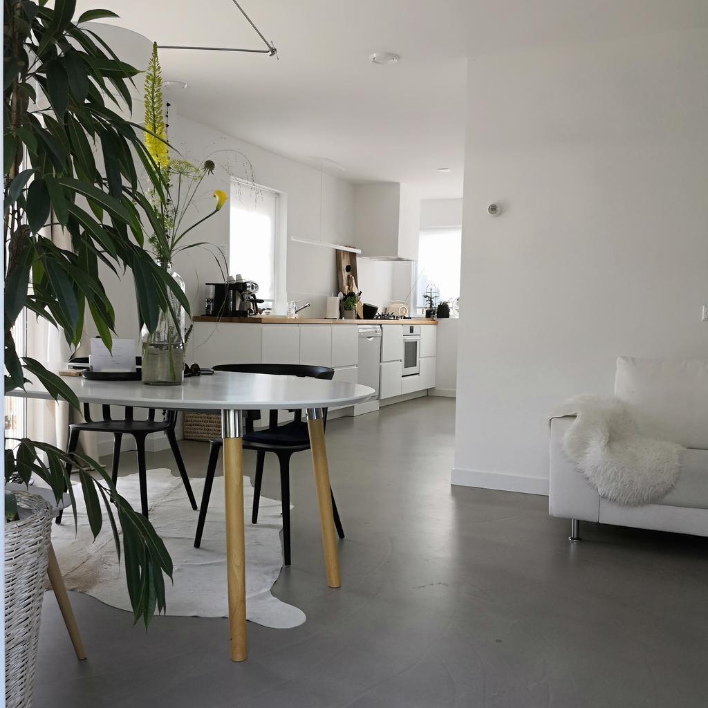 dit-heerlijke-vakantie-woon-huis-van-mijn-grote-familie-met-lang-keukenblok-waar-we-mekaar-niet-in-de-weg-staan-en-gezellig-samen-bezig-kunnen-zijn