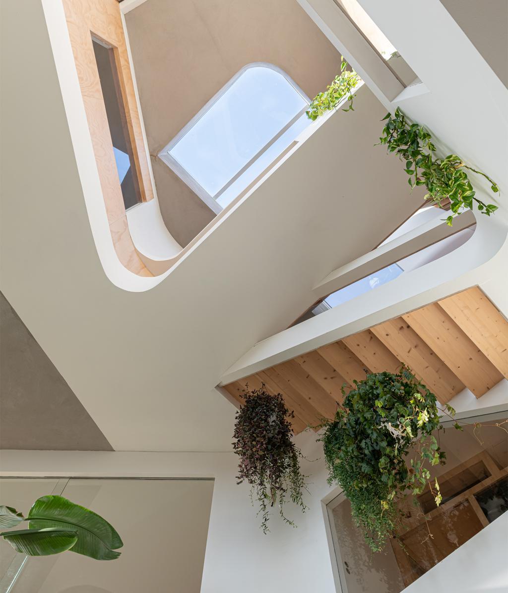 Trappenhuis met planten | Kunstzinnig huis | vtwonen 01-2021