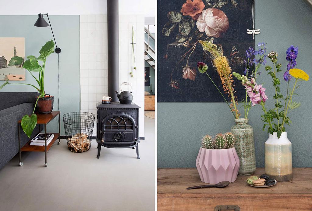 Zwarte houtkachel en bloemenvazen