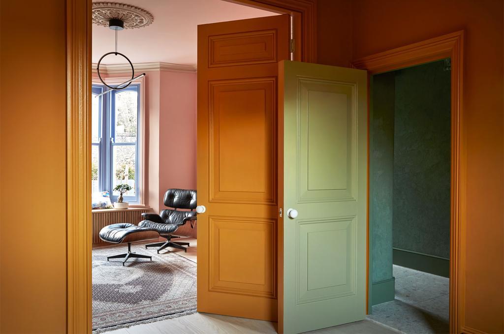 vtwonen 05-2020 | styling colourboost okergele, roze en groene muren