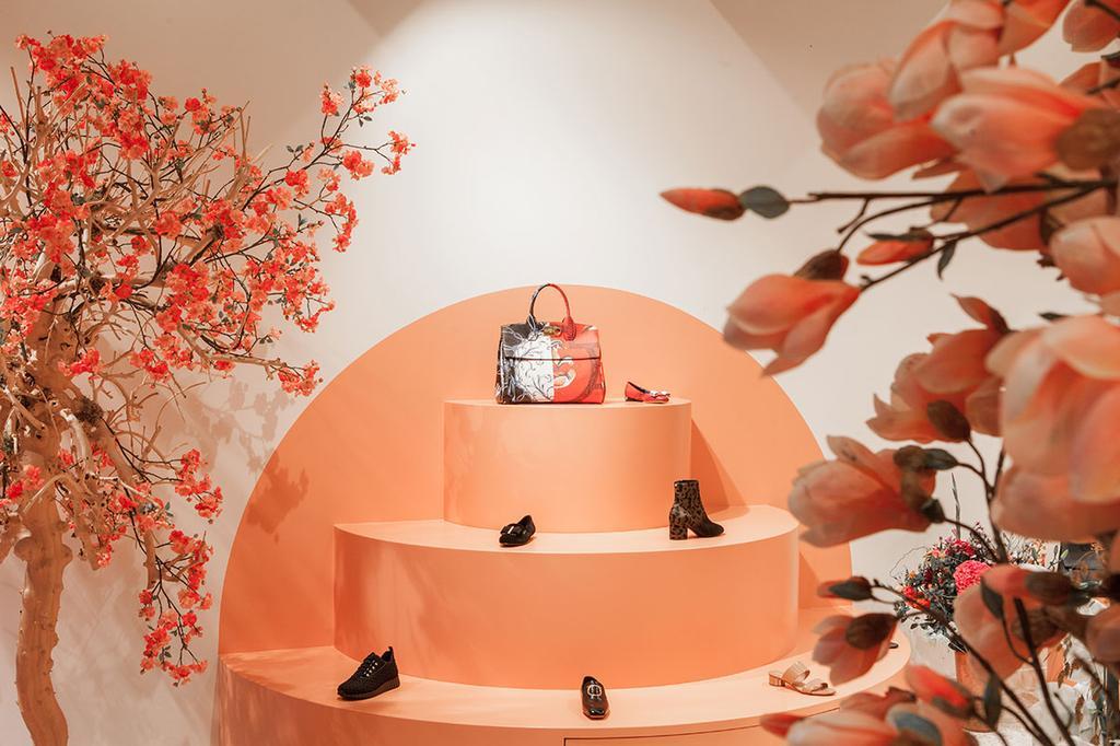Een display met schoenen in Twïnfever in Antwerpen.