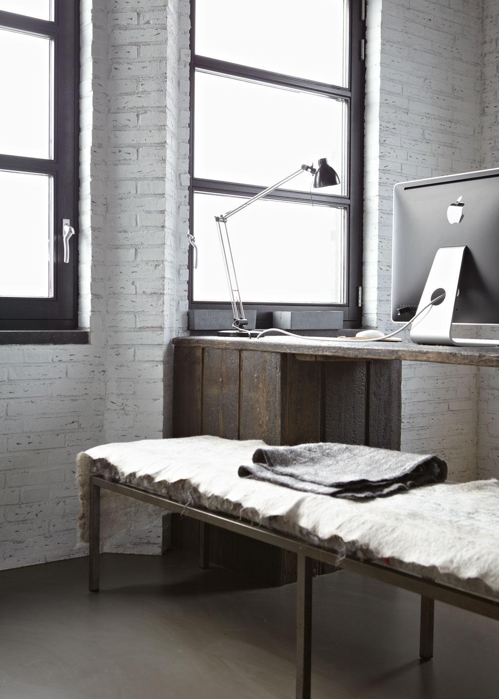 zelfgetimmerd bureau
