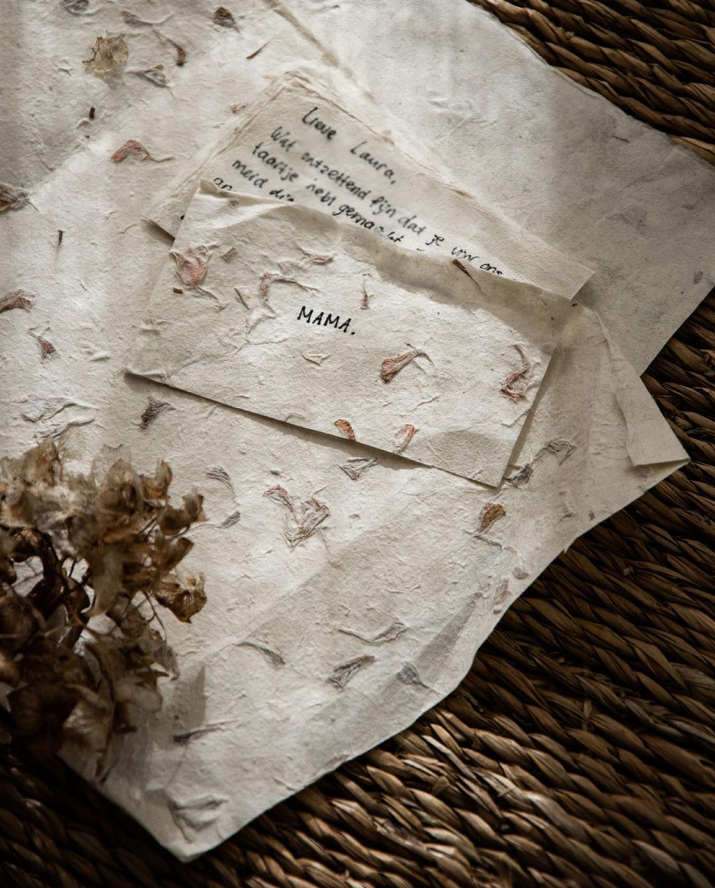 vtwonen blog Rachel Terpstra | versier een intiem huis feest - persoonlijke boodschap op natuurpapier