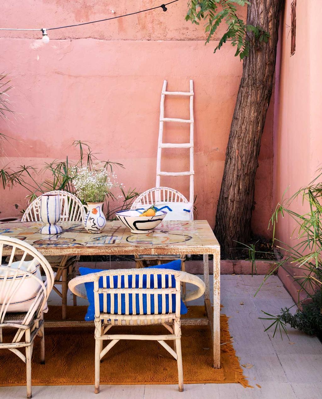 vtwonen 2020-09 | Binnenkijken marrakech | roze patio