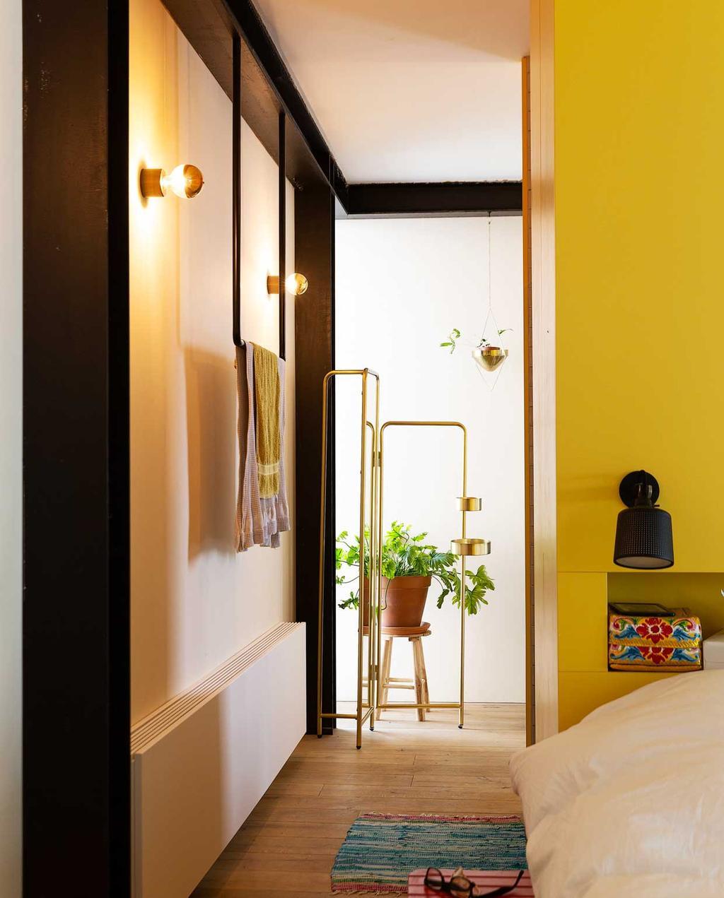 vtwonen 2020-03 | Binnenkijken | gele slaapkamer