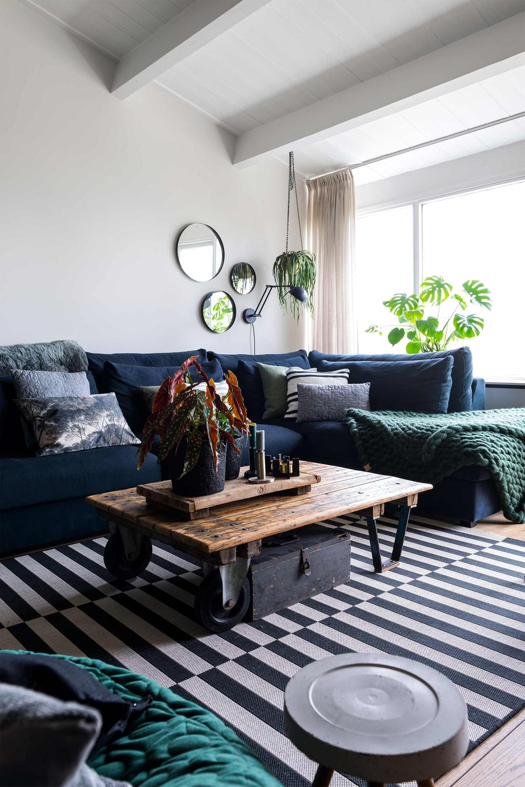 blauwe bank zwart-wit vloerkleed