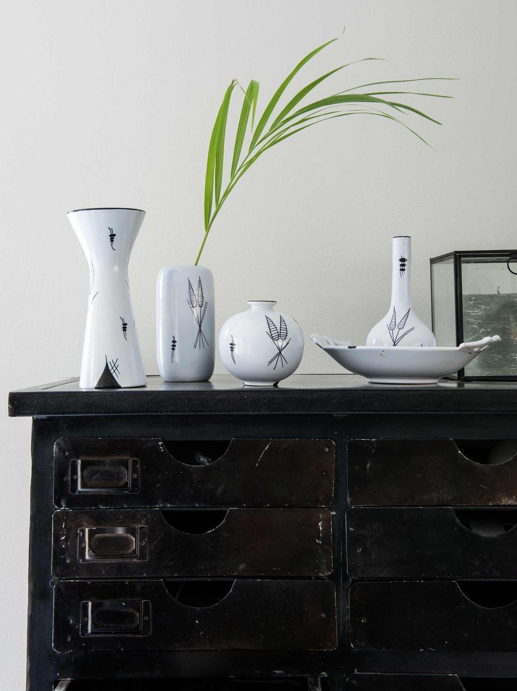buffet vintage vases noir et blanc