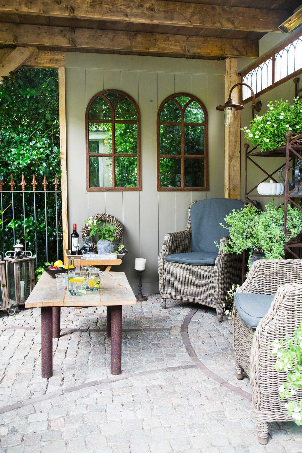 binnenkijken tuin lounge