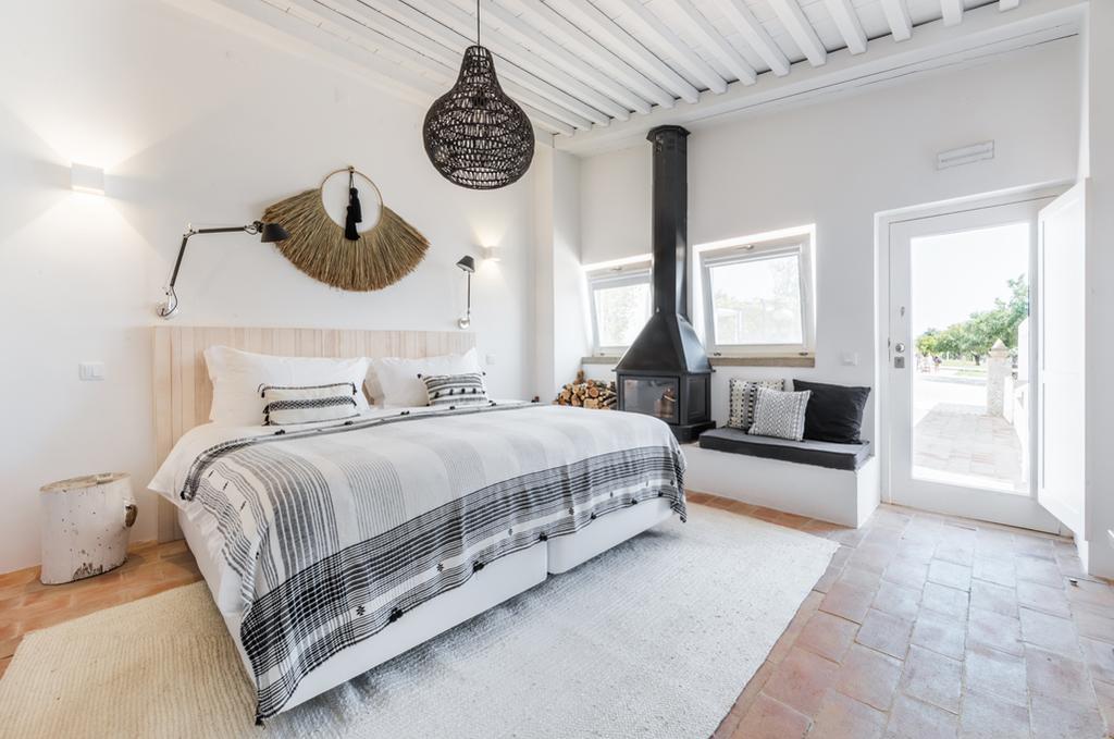 vtwonen eliza was here   witte slaapkamer in portugal