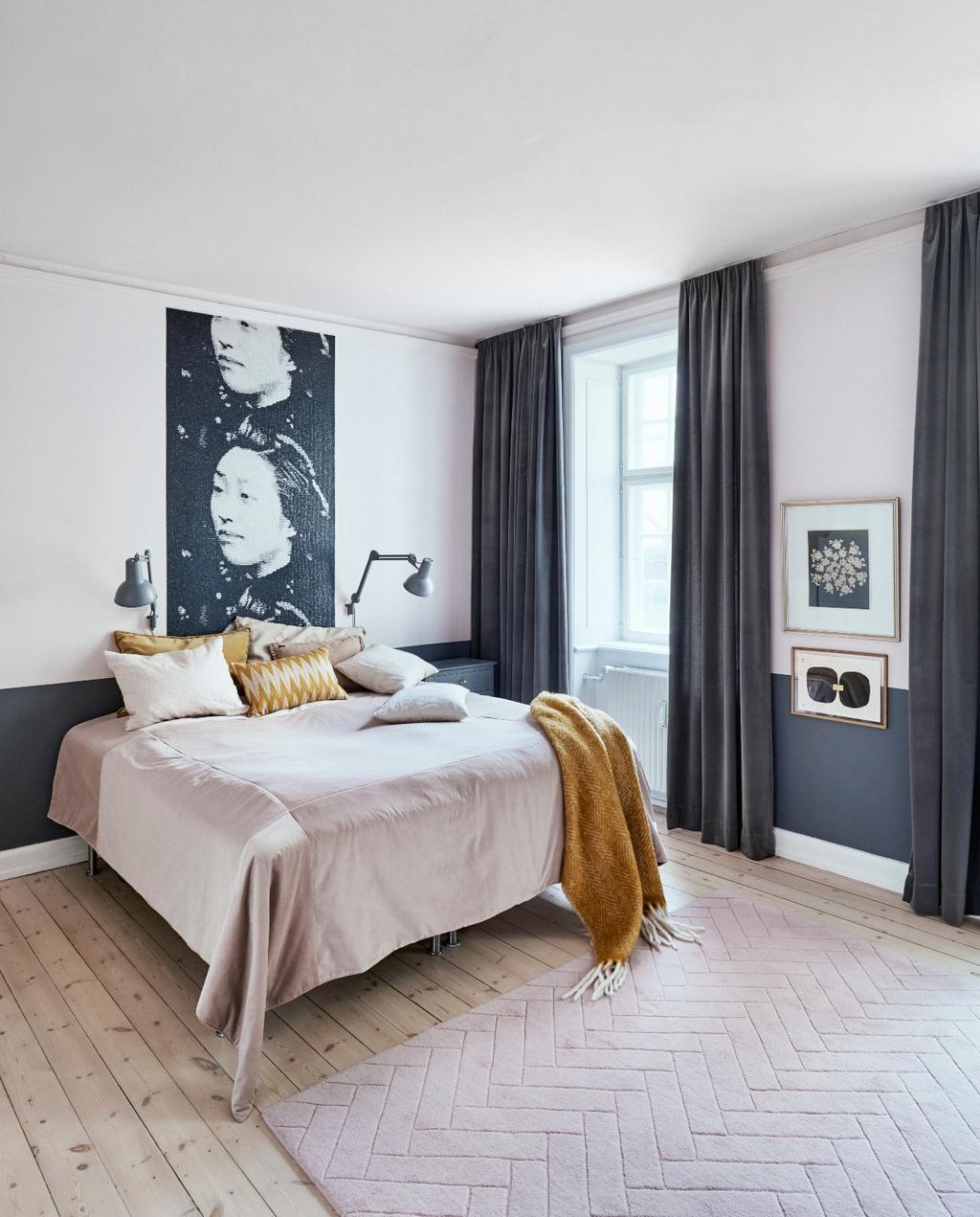 vtwonen 06-2020 | Appartement Kopenhagen slaapamer met gele bedsprei