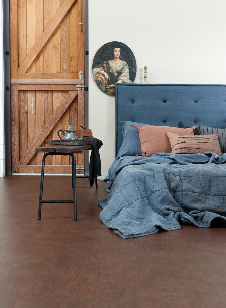 bed blauw hout bruin dekbed - warme slaapkamer