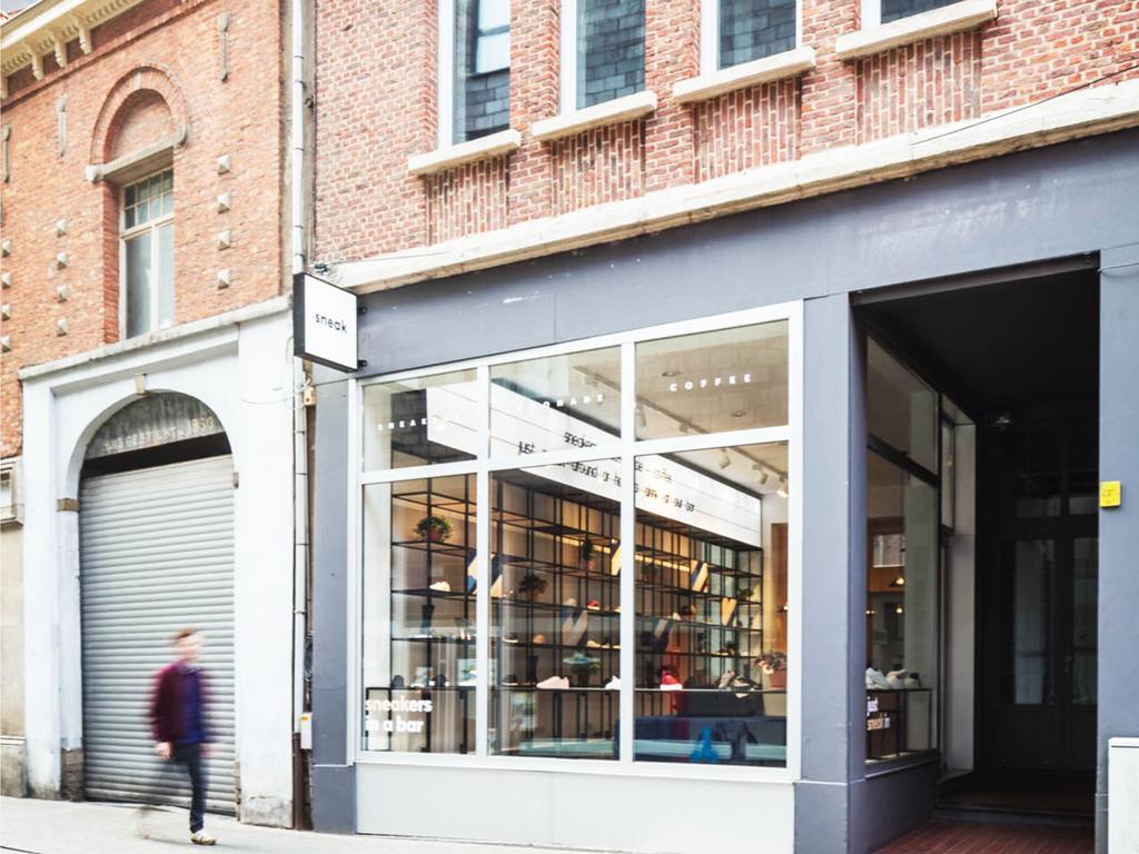 Sneak in Mechelen buitenkant winkel