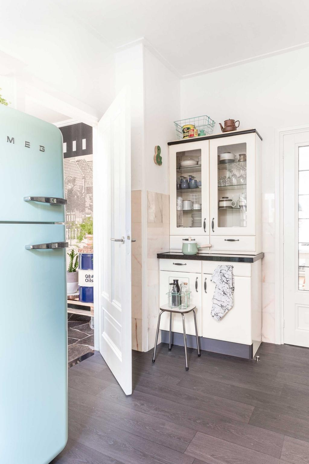 meuble cuisine blanc frigo bleu pastel