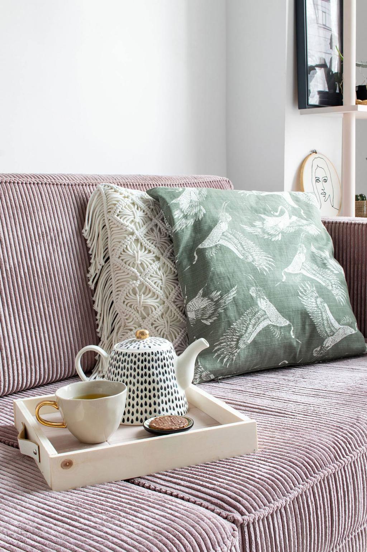plateau bois et carrelage sur canapé