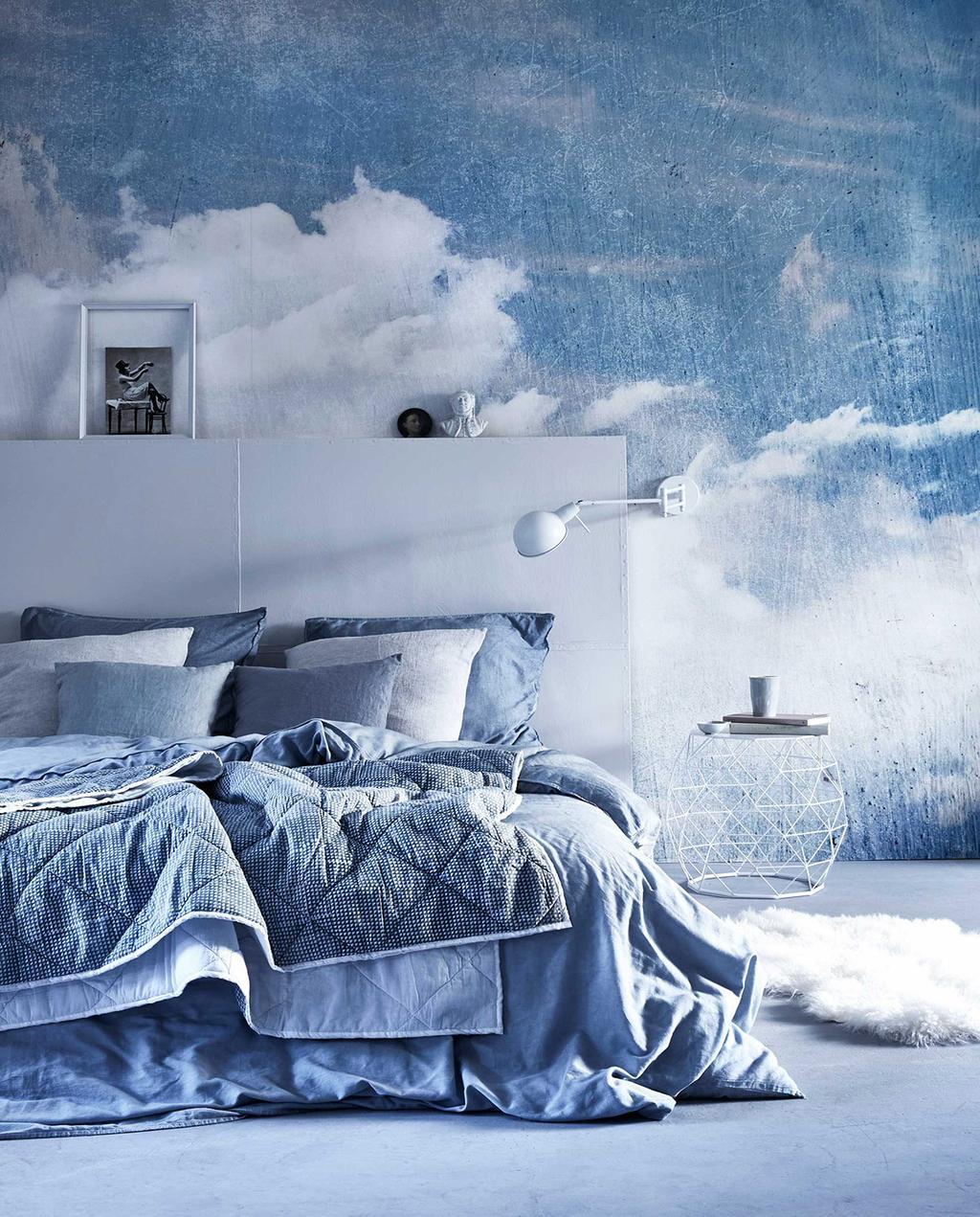 vtwonen 05-2016 | blauwe slaapkamer met wolkenbehang