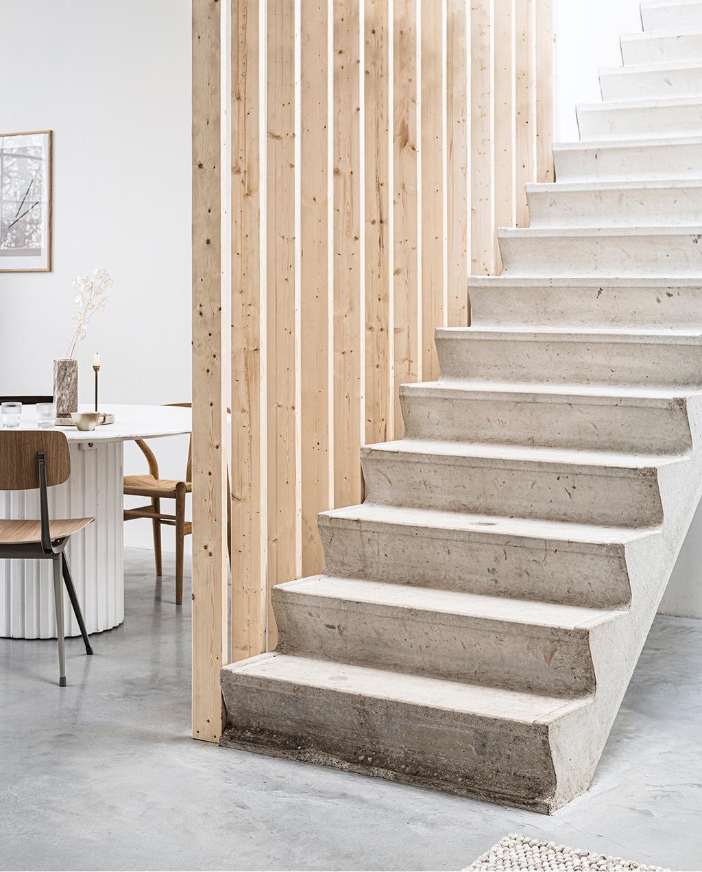 vtwonen 2020 DIY special 01 | room divider van hout grenst aan eethoek
