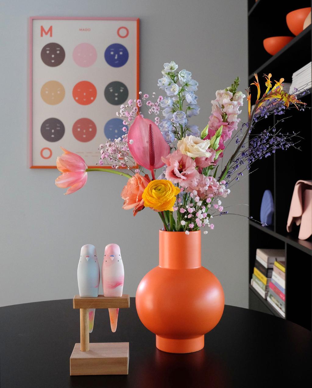 vtwonen 2020 | Blog PRCHTG oranje vaas gevuld met bloemen