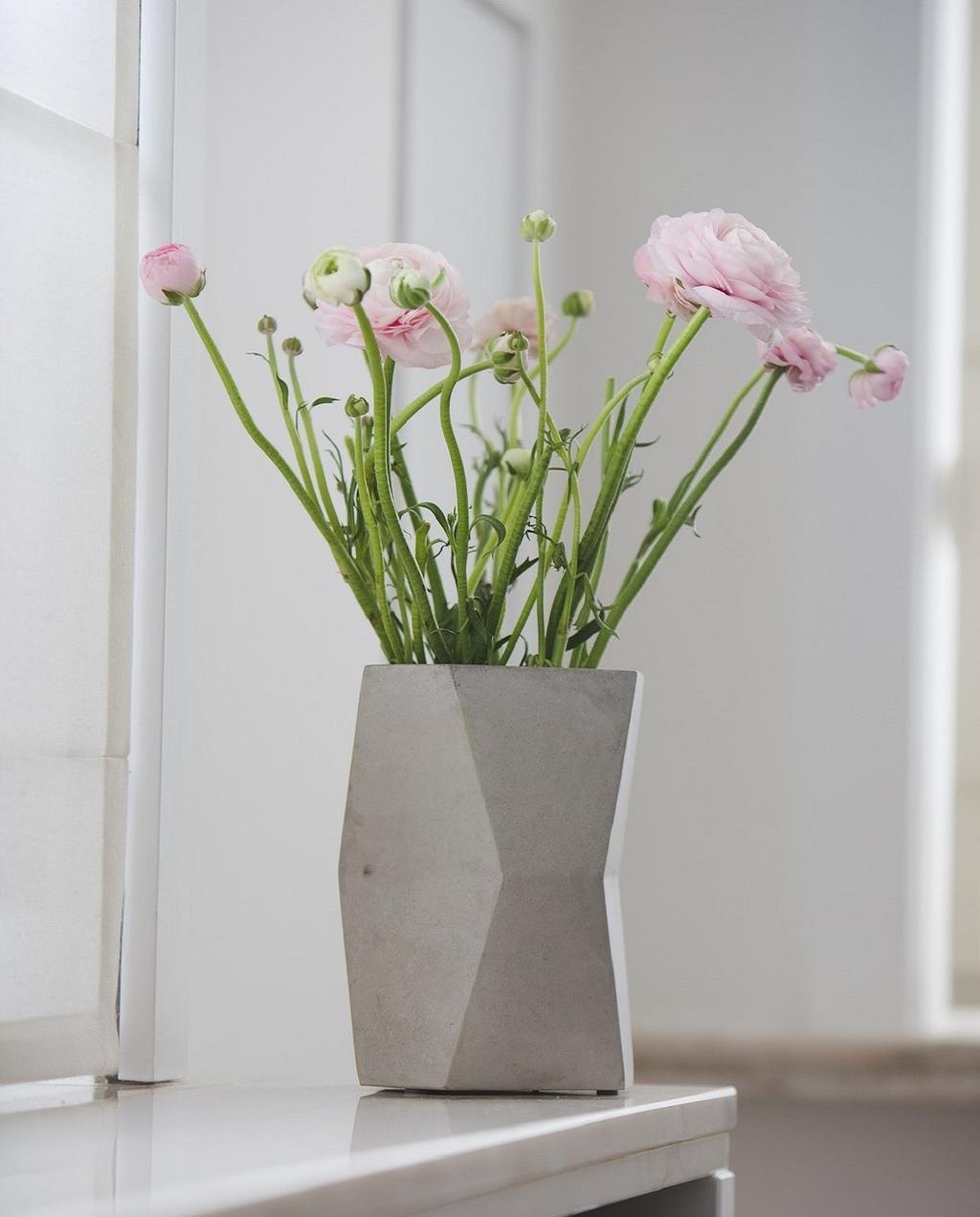 De vazen van Atelier Pierre zien er minimalistisch uit en passen binnen elk interieur.