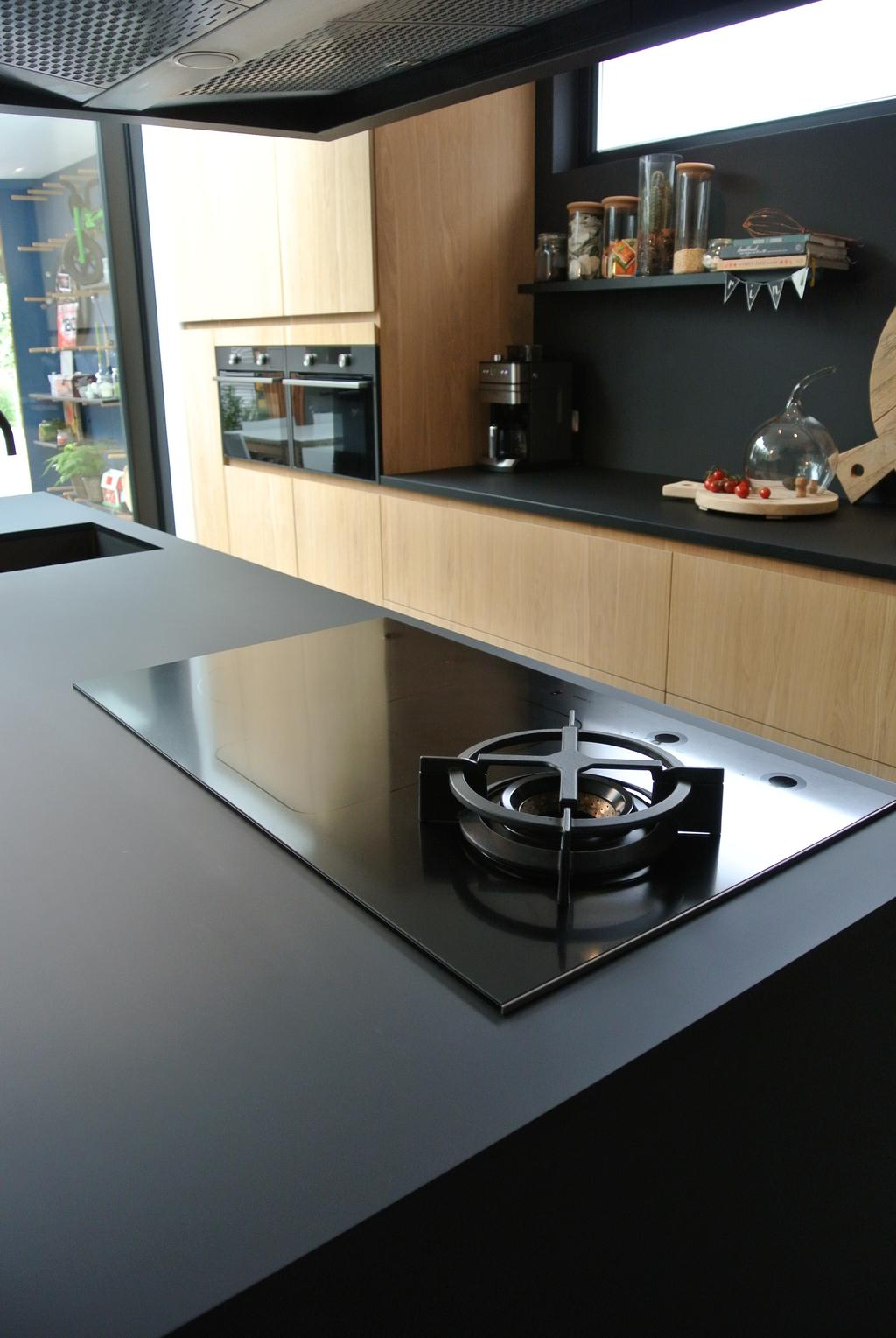 inductie-kookplaat-met-gas-wokbrander