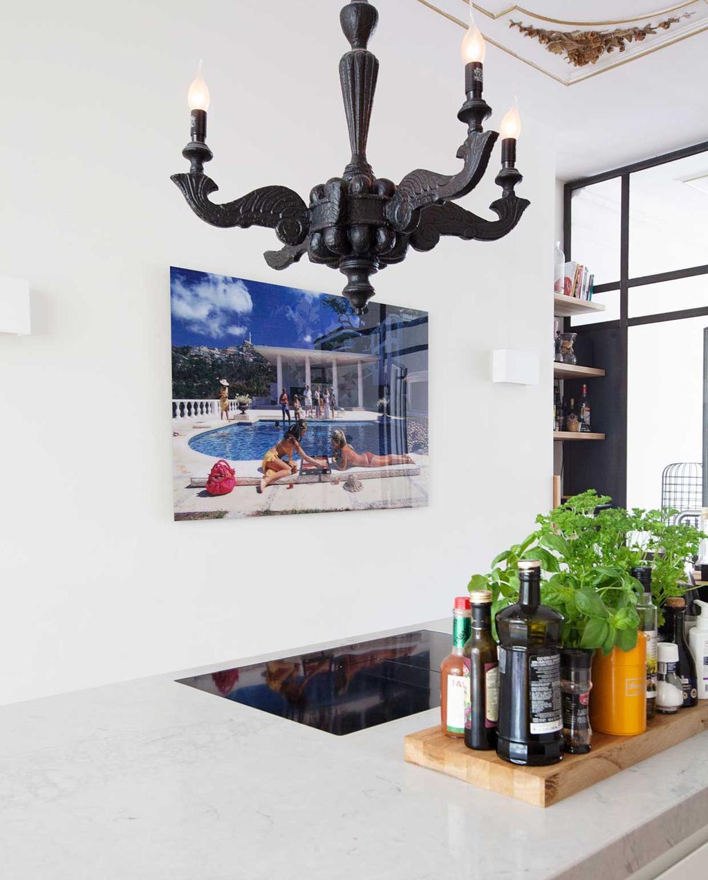 vtwonen binnenkijkspecial 12 | binnenkijken in een herenhuis met een mix van klassiek en design | keuken