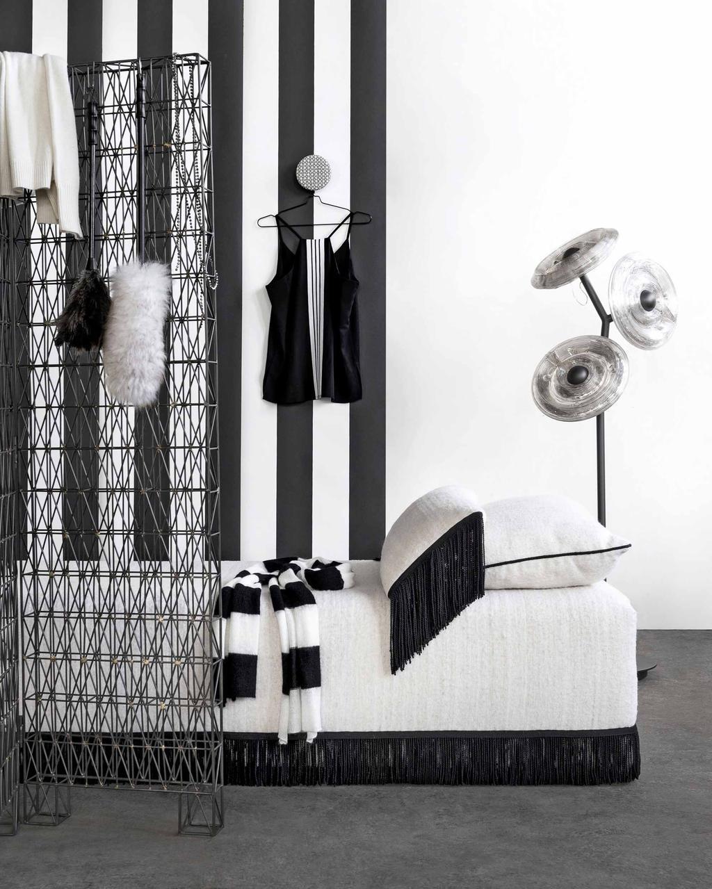 divan kledingkamer zwart-wit interieur