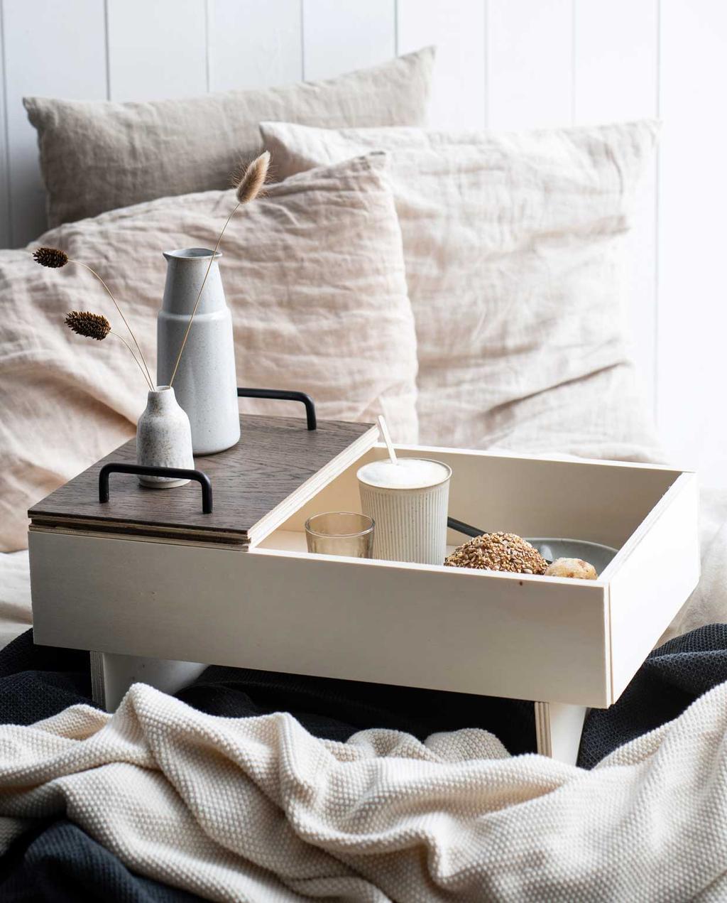 bed   slapen   linnen   naturel   ontbijt op bed   dekbed   beige