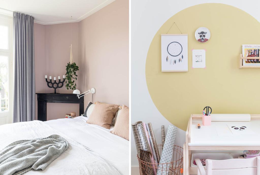 Roze slaapkamer en gele verfcirkel boven bureau