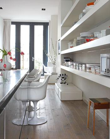 planken wit opbergen - witte keuken