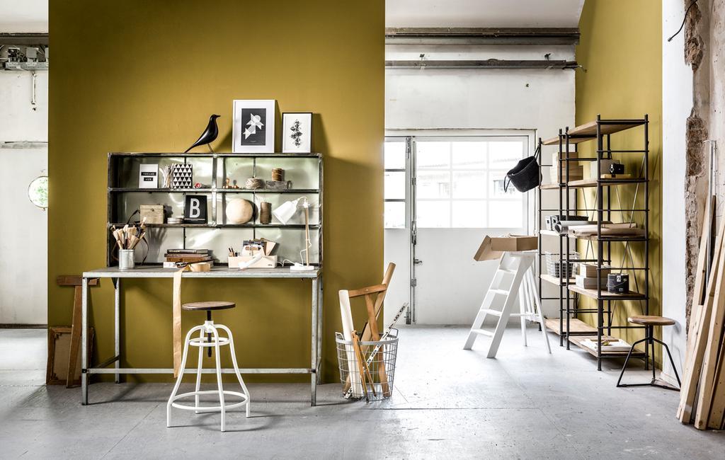 thuiswerkplek geel op de muur