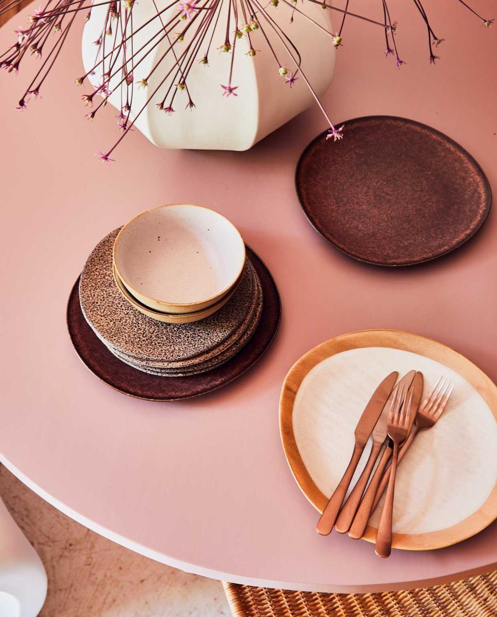 vtwonen 09-2020 | styling | Marokkaanse sfeer | eettafel met servies