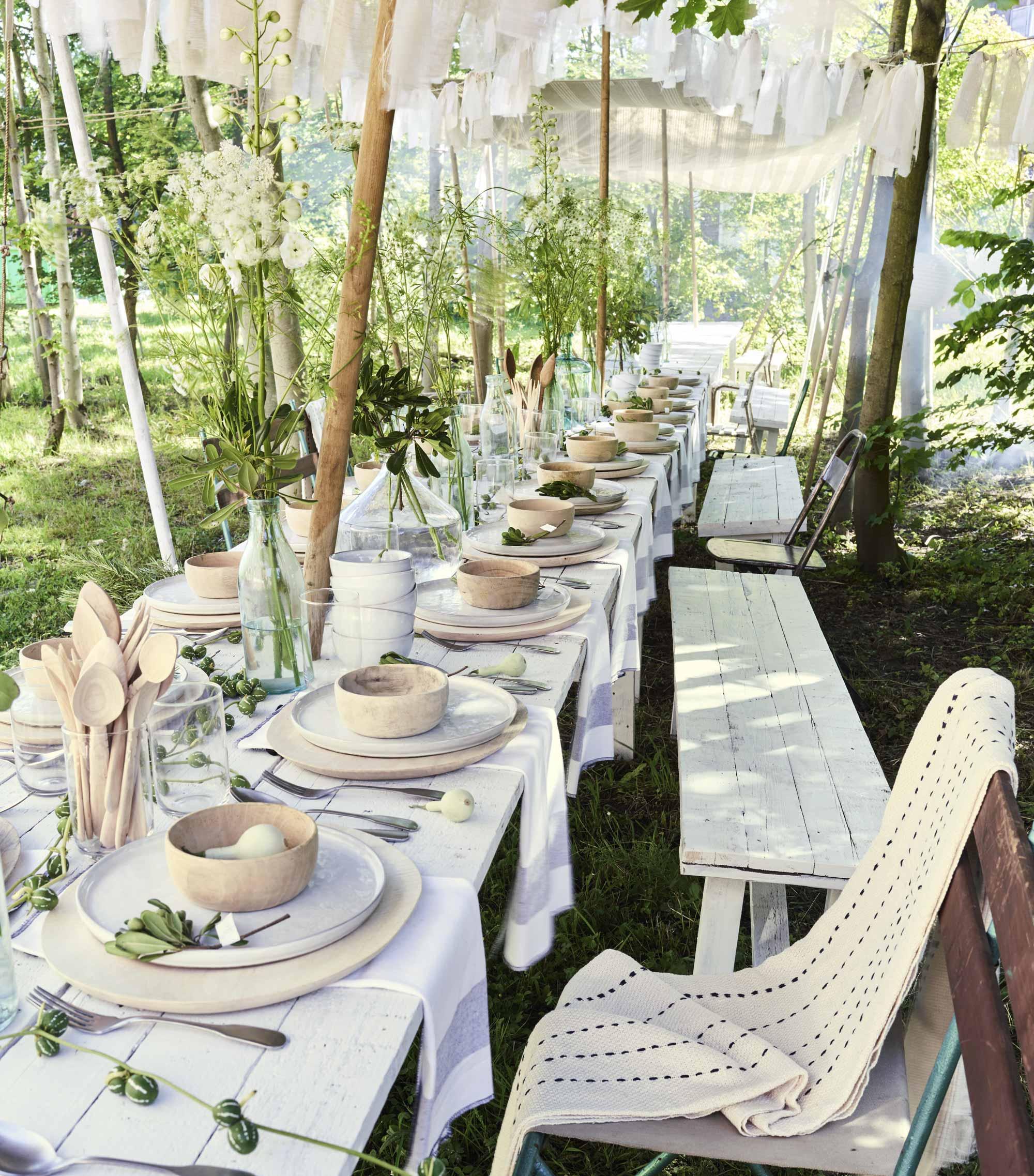 Tuinfeest gedekte tafel