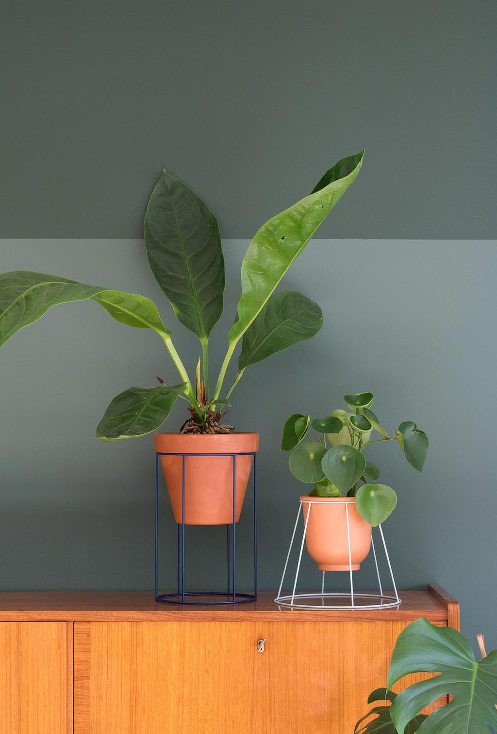 Van een oude lampenkap een plantenstandaard maken