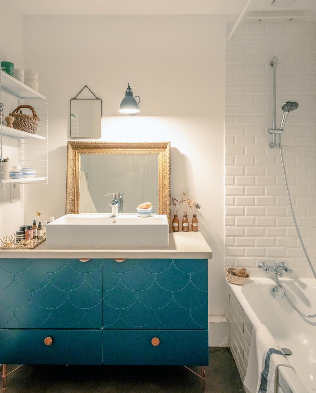 vtwonen 2-2020 | badkamer blauw kastje