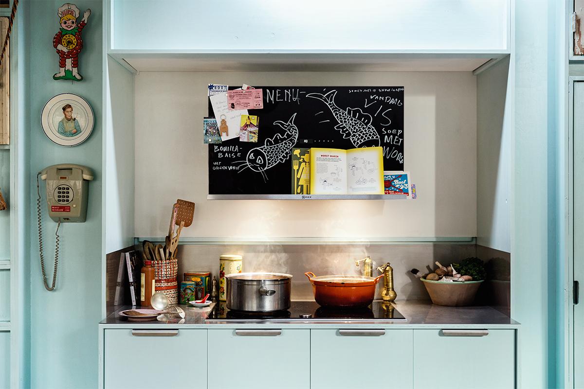 afzuigkap schoolbordkrijt keuken lichtblauw