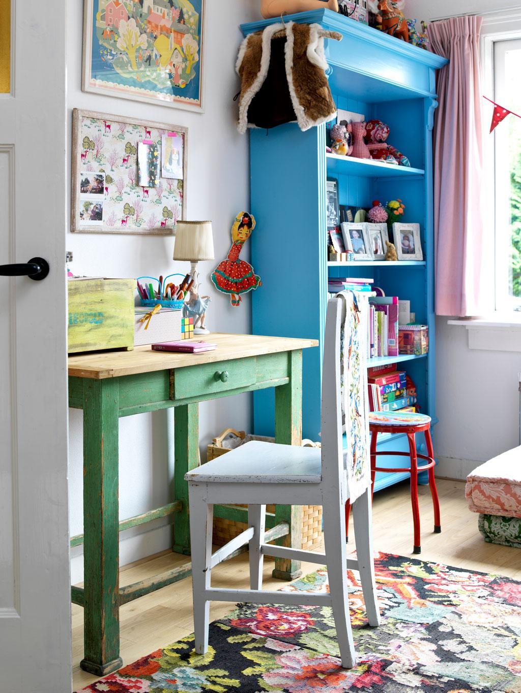 blauwe boekenkast