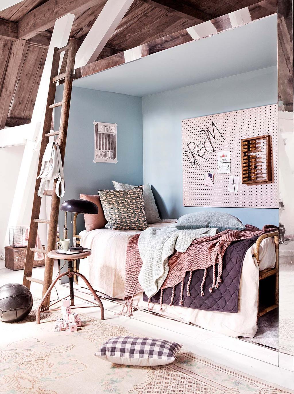 Kinderkamer met bedstede en vintage elementen DIY wandbord