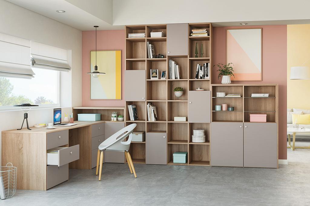 Roze-bruin bureau met vakkenkast met open en gesloten vakken | maatwerk èggo