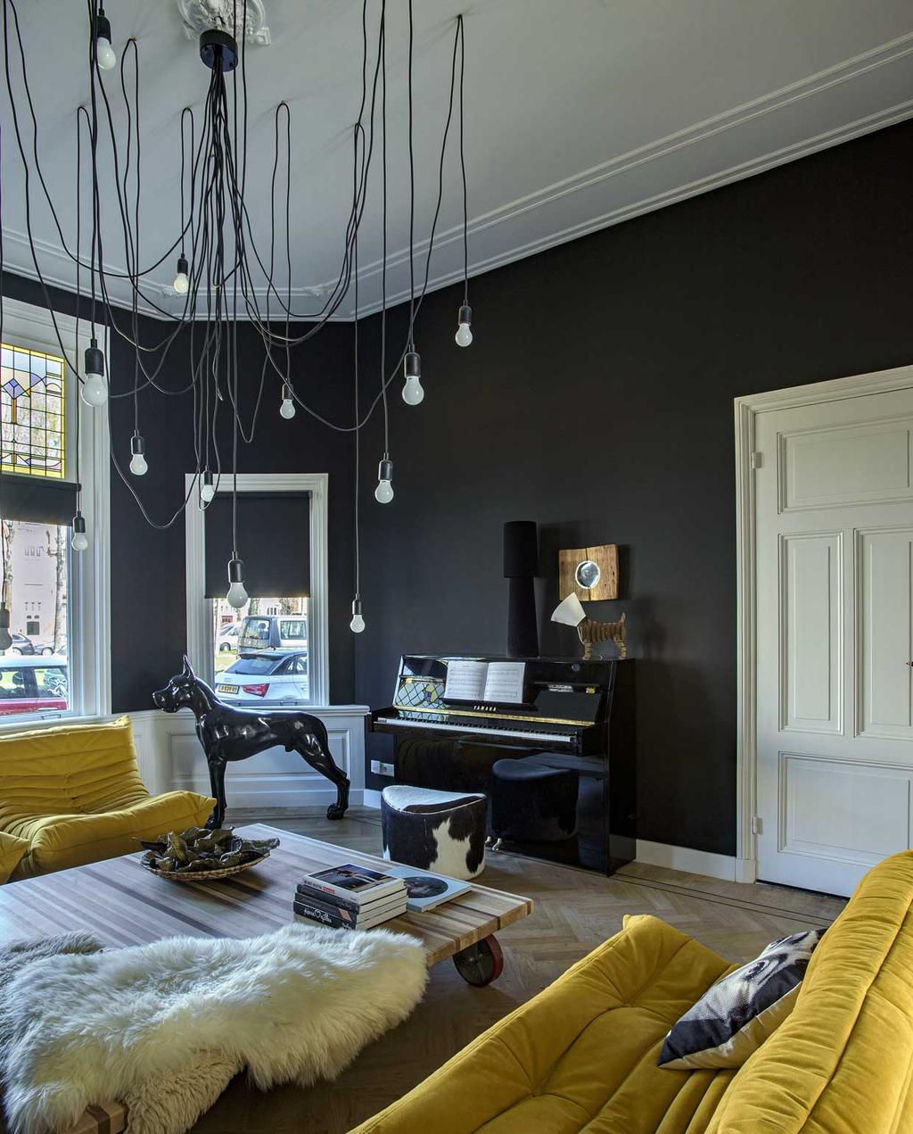 vtwonen 12-2020 bk special | binnenkijken in een 19e eeuws herenhuis | zithoek met gele bank