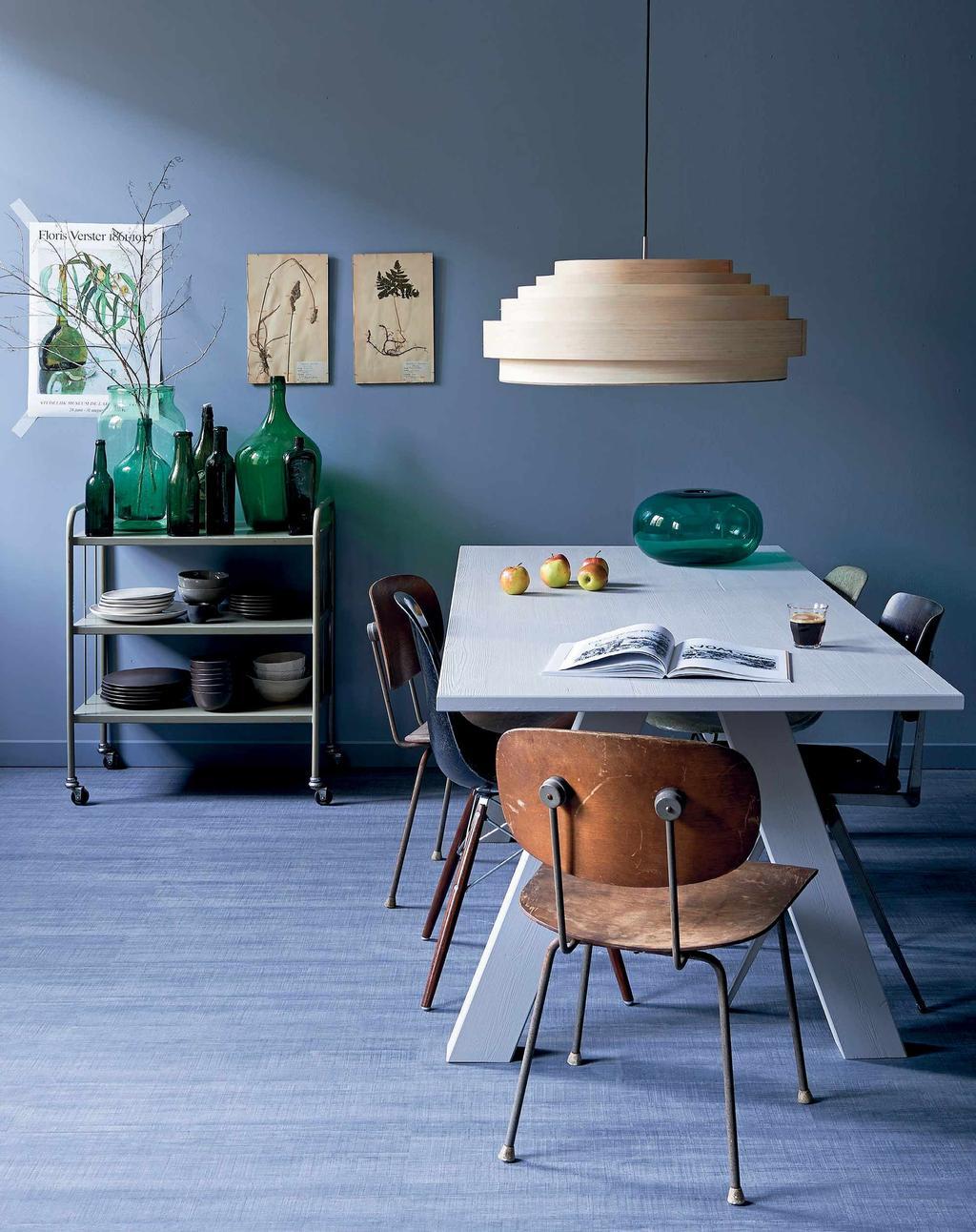 Eettafel met designstoelen van Wim Rietveld