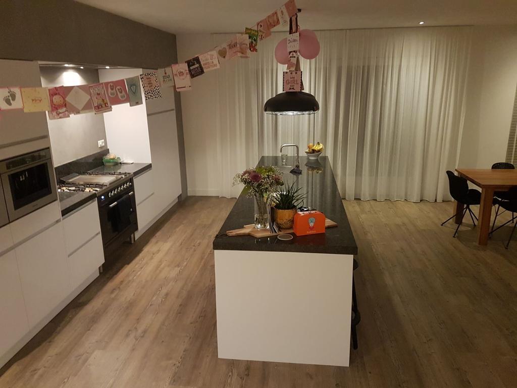 we-hebben-ons-huis-flink-verbouwd-en-hierdoor-een-prachtige-woonkeuken-kunnen-maken-super-trots-en-blij-met-het-resultaat
