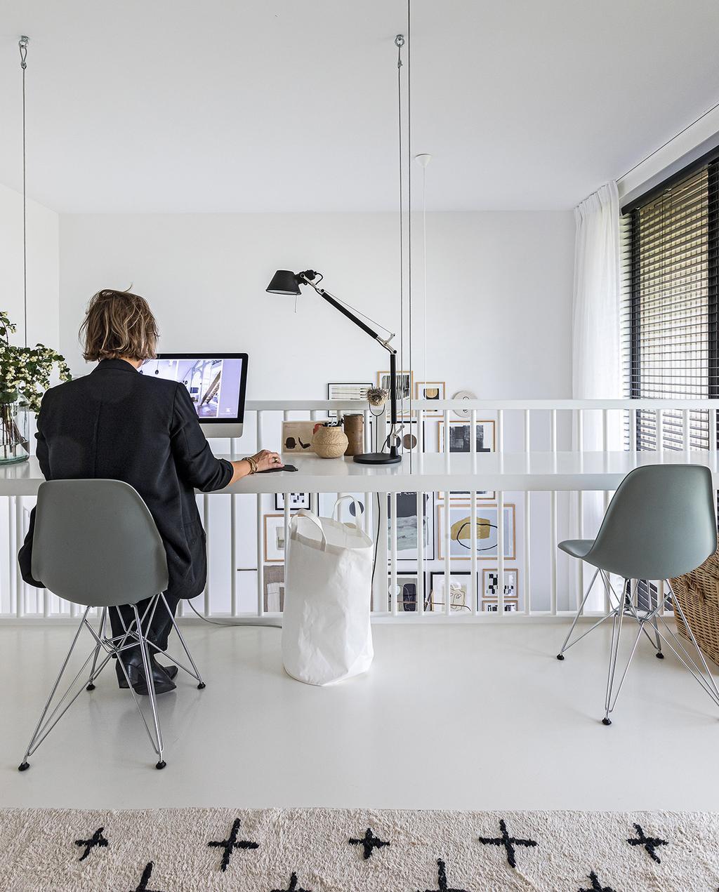 vtwonen 04-2021 | balustrade met thuiswerkplek voor kantoor