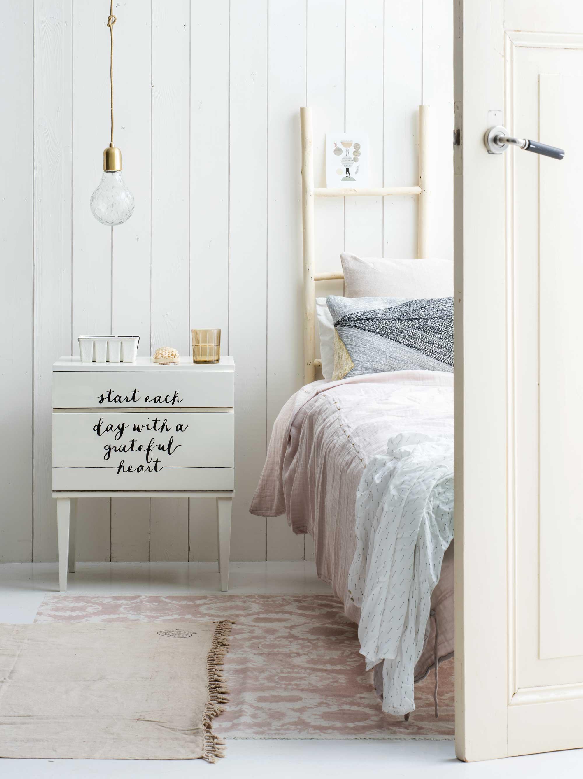 nachtkastje met quotes schrijven
