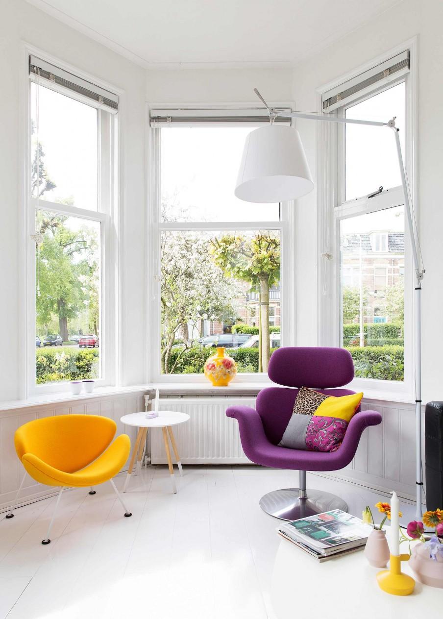 chaises mauve et jaune