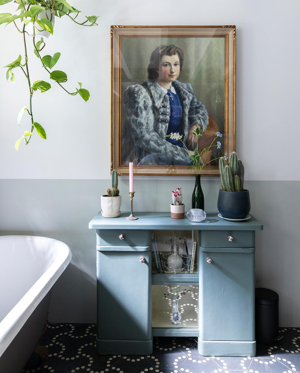vtwonen 04-2020 | groene kaptafel in badkamer met patroontegels Amsterdam